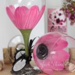 Daisy flower painted wine glass in ..